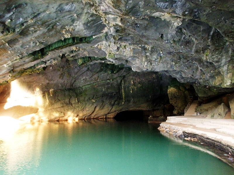 Sông Son chảy vào động Phong Nha
