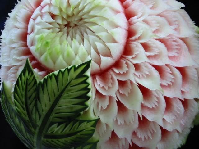 Dưa hấu tỉa hoa nghệ thuật