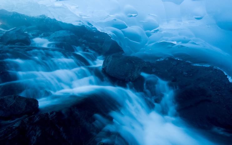 Hang động băng Mendenhall ở Alaska, Mỹ